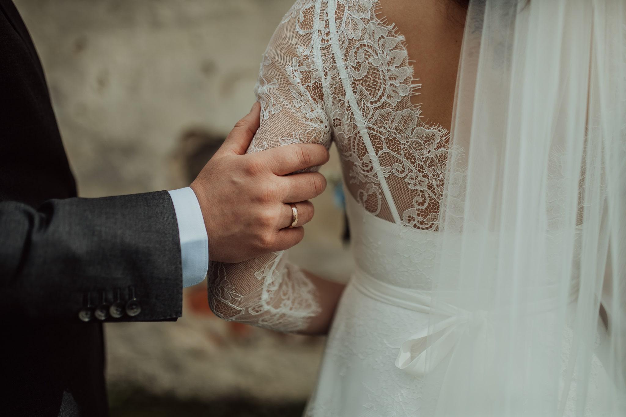 TV host Baiba Runce married in Amelii-made dress